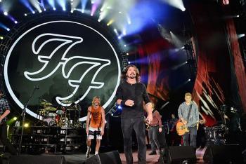 فريق فو فايترز يتصدر قائمة بيلبورد لأفضل 200 ألبوم