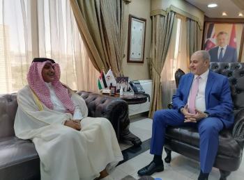 وزير العمل يلتقي السفير القطري