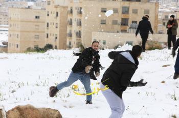 الزائر الأبيض يرسم الفرح على وجوه الأردنيين (صور)