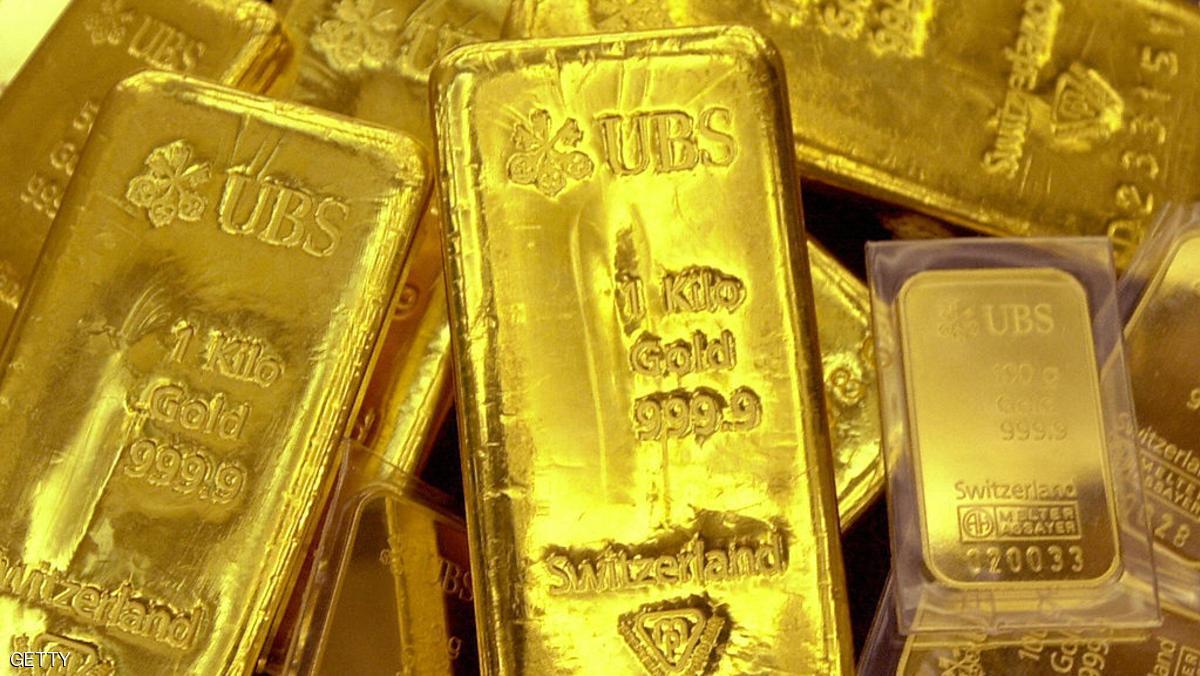 الذهب يلامس أعلى مستوياته في شهرين