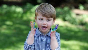 الأمير ويليام ينشر صورة جديدة لنجله الأصغر