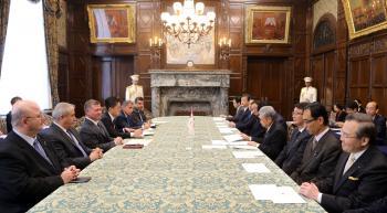 الملك يلتقي قيادات مجلسي النواب والشيوخ في البرلمان الياباني