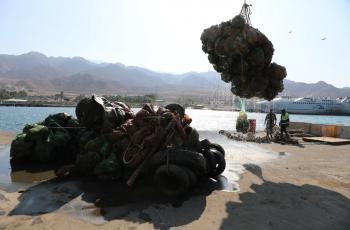 انتشال 120 طن نفايات من قاع البحر في العقبة