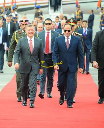 الملك يصل القاهرة (صور)