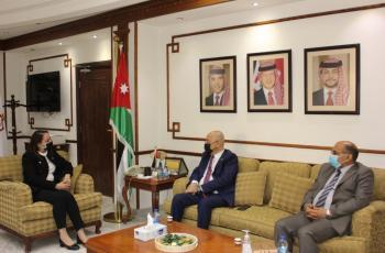 وزيرة الصناعة والتجارة تبحث مع السفير العراقي تعزيز التعاون الاقتصادي