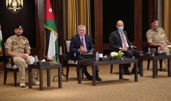 الملك يلتقي ممثلين عن المحافظات ويؤكد على تحسين مستوى معيشة المواطنين