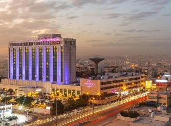 عائدون من الخارج يشيدون بأداء فندق كراون بلازا/عمان