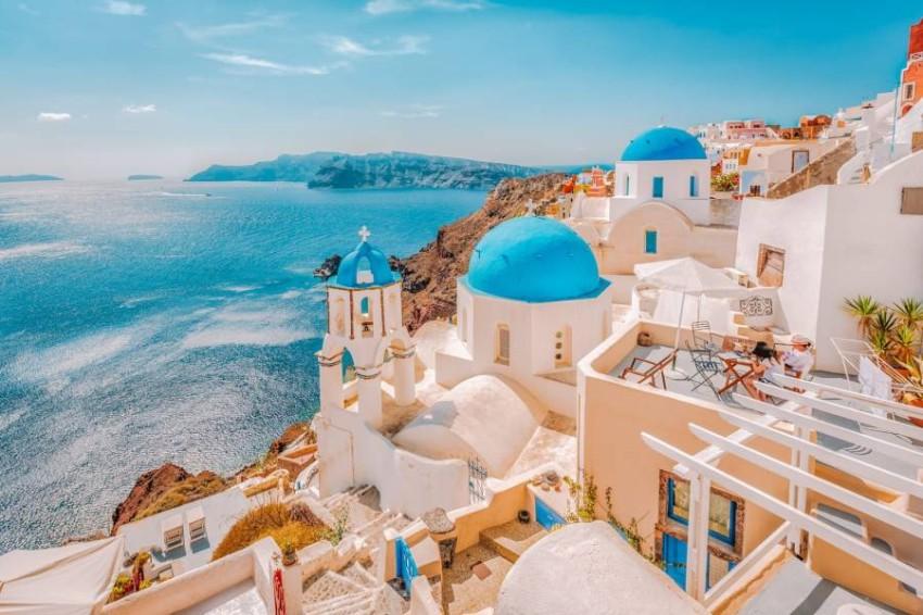 اليونان تشرع أبوابها للسياحة بعد حجر استمر سبعة أشهر