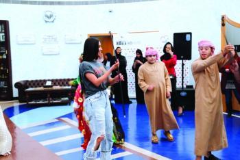 كردشيان تتسبب بضجة في دبي بعد التقاطها الصور مع مُعاقين