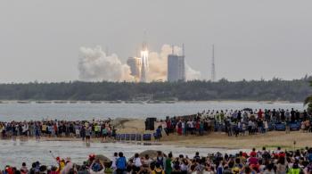 توقع دخول حطام الصاروخ الصيني الغلاف الجوي صباح الأحد