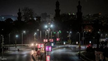 إصابات كورونا تتراجع في مصر مع قرارات رفع الحظر