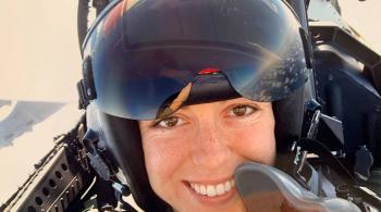 قائدة أمريكية متقاعدة تروي كيف واجهت جسما طائرا