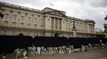 الملكة إليزابيث ومملكتها تودعان الأمير فيليب وسط مراسم مقتضبة