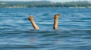 وفاة طفلين غرقًا في سيل الزرقاء