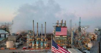 النفط يتراجع وسط مخاوف بشأن ضعف الطلب مجددا