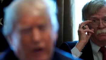 ترامب مغردا: يجب أن يدفع بولتون الثمن