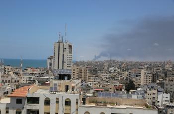 بحرية الاحتلال تطلق عشرات القذائف على شاطئ غزة