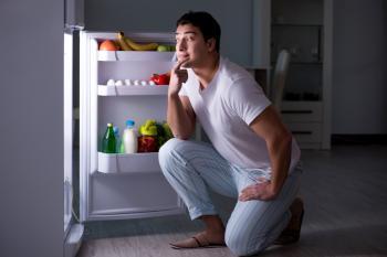 طُرق ذكية للتوقف عن تناول الطعام ليلاً