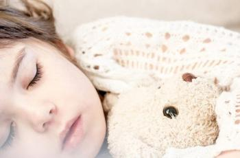 دراسة حديثة تكتشف الكيفية التي يعزز بها الميلاتونين النوم