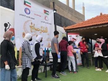 الهلال الأحمر الكويتي يدشن مشروع افطار صائم لـ 15 ألف لاجئ سوري بالأردن