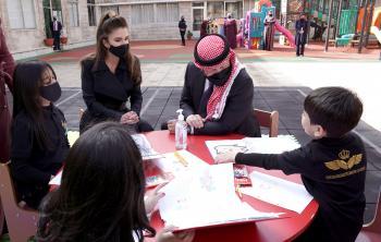 الملك يمضي ظهيرة يومه بين أطفال مؤسسة الحسين لرعاية الأيتام