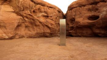 هيكل معدني يظهر ويختفي بشكل غامض في صحراء يوتا الأمريكية