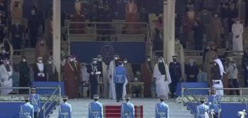 أمير قطر يكرم الضابط العجارمة (فيديو)