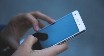 كيف تتبع الهواتف الذكية أصحابها