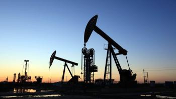 النفط يرتفع بفعل شح الإمدادات وخام برنت قرب 80 دولارا للبرميل