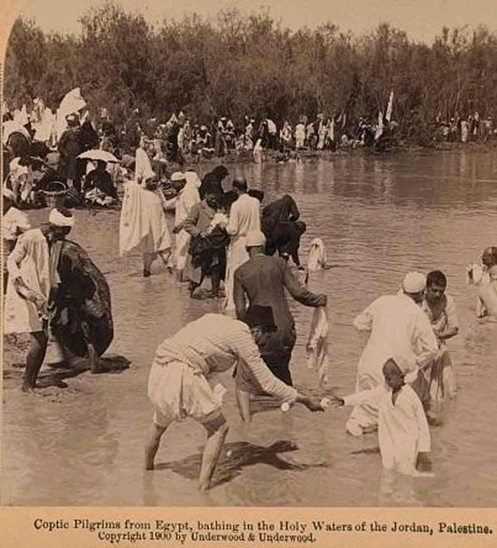الاقباط المصريون يتعمدون في نهر الاردن