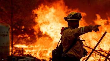 الحرائق تخلي مئات المنازل في ولاية كاليفورنيا الأميركية