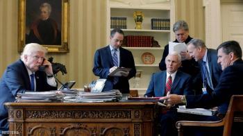 ترامب يعفو عن مساعده السابق ويتجاهل نفسه وأسرته
