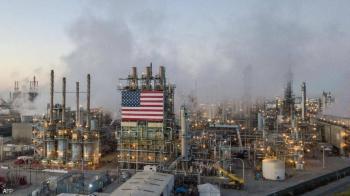 لأول مرة منذ عام ..  برميل النفط يتخطى 60 دولارا