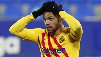 إصابة نجم برشلونة برايثوايت بالتواء في الكاحل