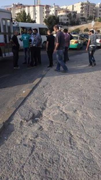 مواطن يعتدي على رقيب سير