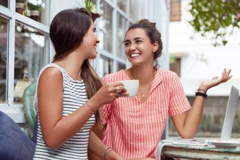 أطعمة تساعد على تحفيز هرمون السعادة