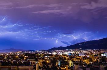 العلماء يرصدون ظاهرة من البرق الفائق تزيد شدته ألف مرة على البرق التقليدي