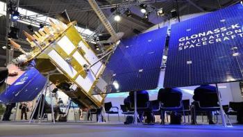 قمر غلوناس- К يصل إلى مداره المقرر