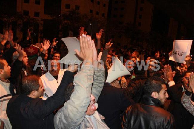 الأردن اعتصام الداخلية بالمياه الهروات big201211132018RN494.jpeg