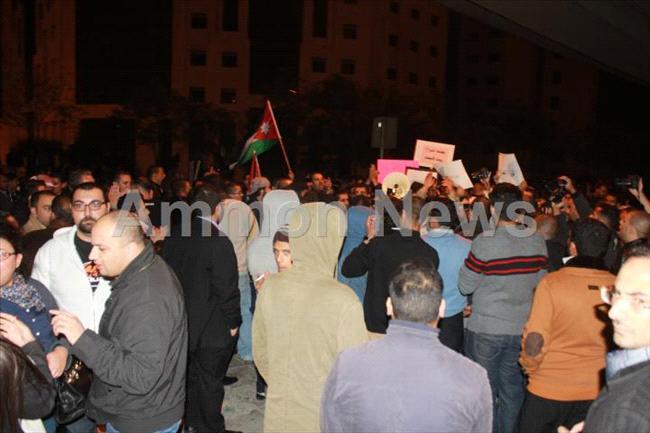 الأردن اعتصام الداخلية بالمياه الهروات big201211132026RN42.jpeg