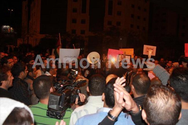 الأردن اعتصام الداخلية بالمياه الهروات big201211132029RN317.jpeg