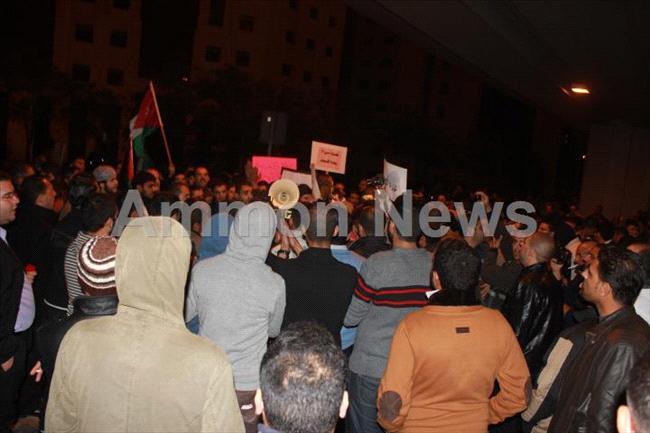 الأردن اعتصام الداخلية بالمياه الهروات big201211132037RN917.jpeg