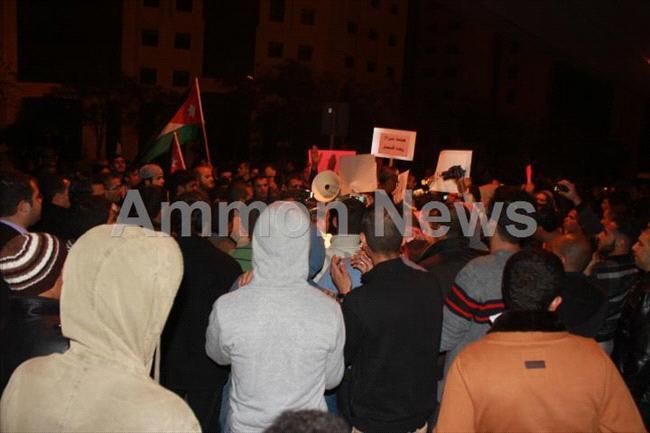 الأردن اعتصام الداخلية بالمياه الهروات big201211132044RN205.jpeg