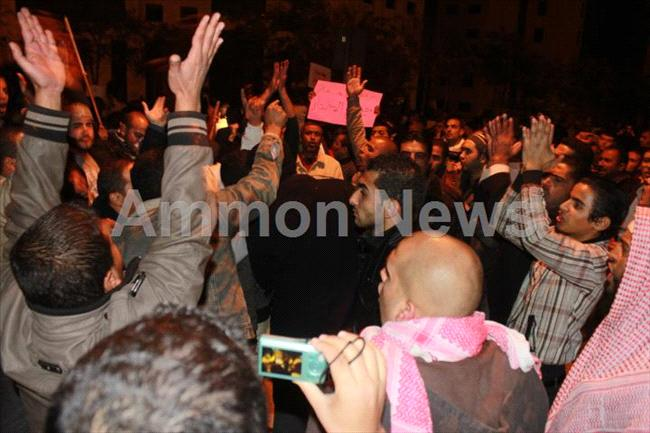الأردن اعتصام الداخلية بالمياه الهروات big201211132049RN866.jpeg