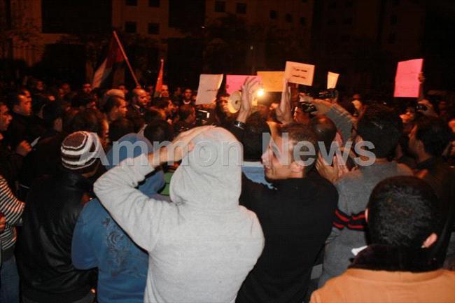 الأردن اعتصام الداخلية بالمياه الهروات big201211132058RN825.jpeg