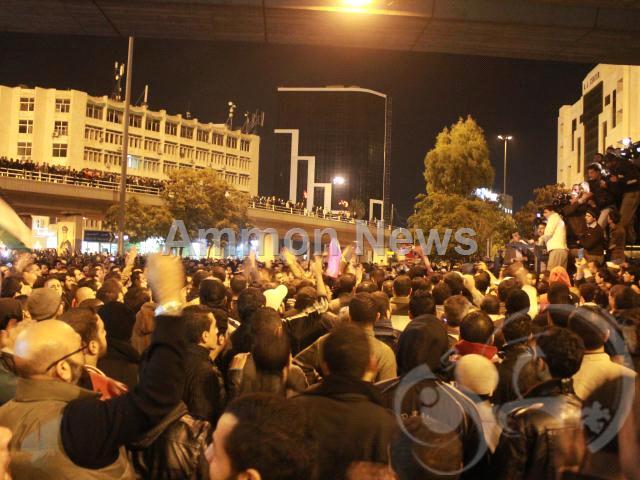 الأردن اعتصام الداخلية بالمياه الهروات big20121114510RN99.jpeg