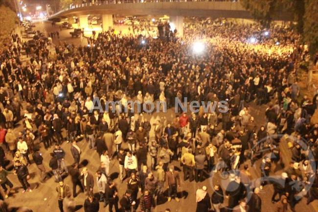 الأردن اعتصام الداخلية بالمياه الهروات big20121114525RN200.jpeg