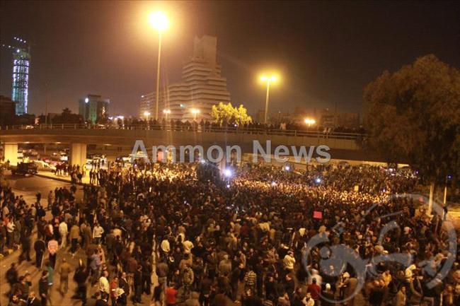 الأردن اعتصام الداخلية بالمياه الهروات big20121114536RN876.jpeg
