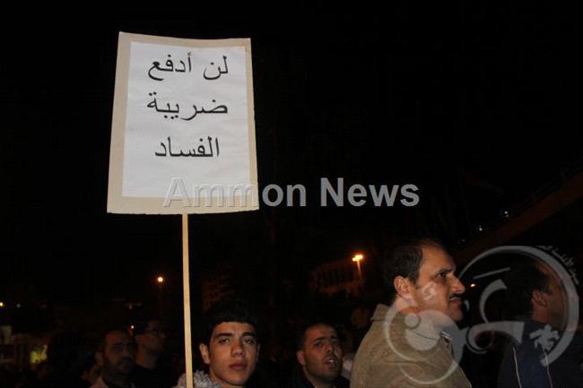 الأردن اعتصام الداخلية بالمياه الهروات big20121114549RN566.jpeg