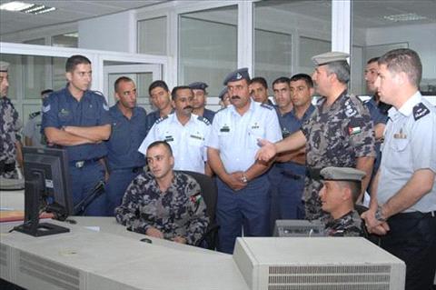 وفد من مديرية الاتصالات الإلكترونية في قيادة سلاح الجو الملكي يزور